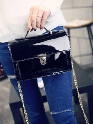 Лаковая женская сумка черная