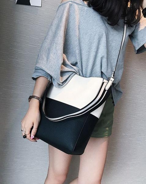 Женская сумка черная с белым