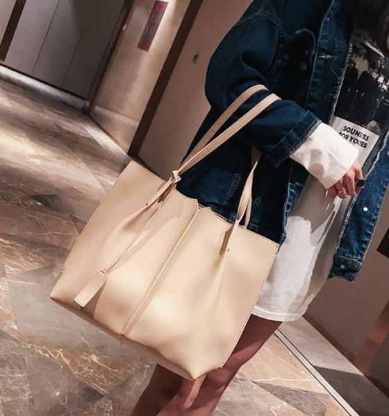 Большая женская сумка бежевая