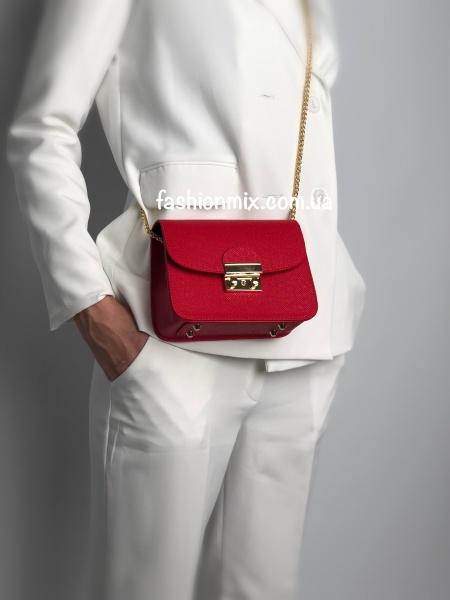 Маленькая женская сумочка красная
