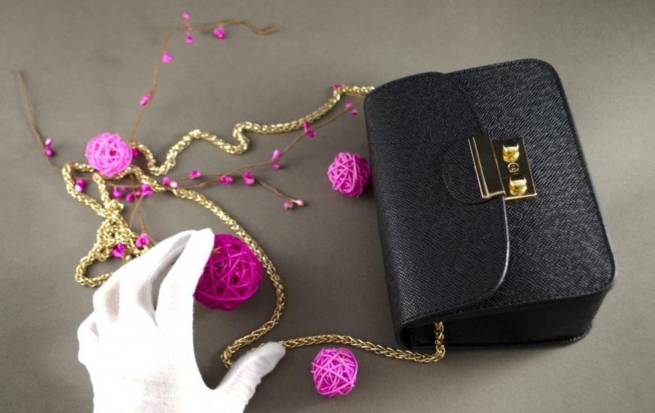 Маленькая женская сумочка черная