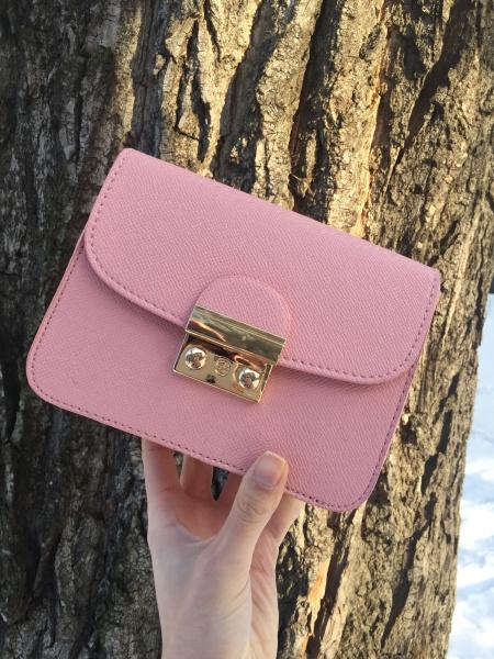 Маленькая женская сумочка нежно розовая