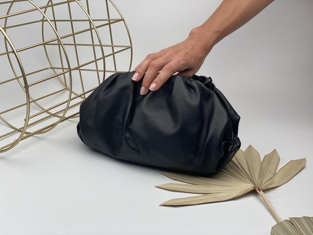 10 женских кожаных сумок, которые подойдут к любому классическому образу